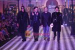 Amitabh Bachchan, Hrithik Roshan walks the ramp for Karan Johar and Varun Bahl_s show on Day 2 of HDIL on 7th Oct 2010 (7).JPG