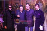Amitabh Bachchan, Hrithik Roshan walks the ramp for Karan Johar and Varun Bahl_s show on Day 2 of HDIL on 7th Oct 2010 (9).JPG