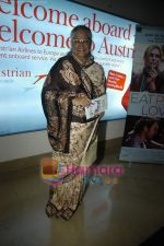 Shubha Khote at Eat Pray Love premiere in PVR on 7th Oct 2010 (5).JPG