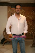 Sulaiman Merchant at Make a wish foundation art event hosted by Zarine Khan and Bina Aziz in Sanjay Plaza, juhu on 9th Oct 2010 (14).JPG