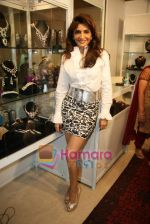 Queenie Dhody at Araish jewellery exhibition in Blue Sea on 12th Oct 2010 (10).JPG