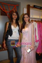 V J Mia at Nisha Merchant_s festive colelction launch at Fuel , Khar on 12th Oct 2010 (6).JPG