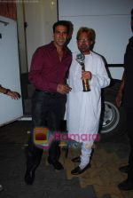 Akshay Kumar, Rajesh Khanna at Zee TV_s Action Replay Diwali show in Malad on 16th Oct 2010 (2).JPG