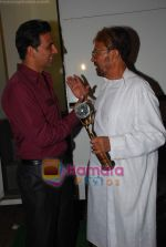 Akshay Kumar, Rajesh Khanna at Zee TV_s Action Replay Diwali show in Malad on 16th Oct 2010 (8).JPG
