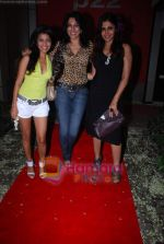 Pooja Bedi, Shweta Keswani, Nisha Jamwal at Shailendra Singh_s bday bash in Lower Parel on 17th Oct 2010 (4).JPG