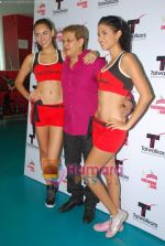 Kingfisher calendar girls at Talwalkars in Mumbai Central on 18th Oct 2010 (12).JPG