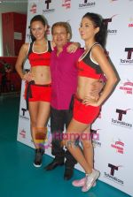 Kingfisher calendar girls at Talwalkars in Mumbai Central on 18th Oct 2010 (13).JPG