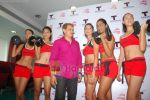Kingfisher calendar girls at Talwalkars in Mumbai Central on 18th Oct 2010 (17).JPG