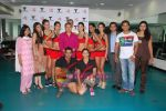 Kingfisher calendar girls at Talwalkars in Mumbai Central on 18th Oct 2010 (64).JPG