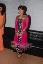 Aashka Goradia on the sets of KBC in FilmCity on 24th Oct 2010 (3)~0.JPG
