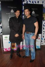 Ayaan and Amaan Ali Khan at Aamby Valley India Bridal week DAY 3-1 on 31st Oct 2010 (226).JPG