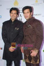 Ayaan and Amaan Ali Khan at Aamby Valley India Bridal week DAY 3-1 on 31st Oct 2010 (54).JPG