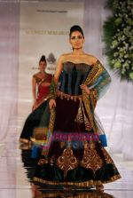 Model walks the ramp for Manish Malhotra at Aamby Valley India Bridal Week day 5 on 2nd Nov 2010 (169).JPG