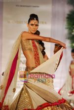 Model walks the ramp for Manish Malhotra at Aamby Valley India Bridal Week day 5 on 2nd Nov 2010 (67).JPG