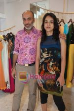 Manish Arora at the Jona store launch in Juhu on 9th Nov 2010 (8).JPG