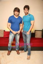 Yuvraaj Parashar, Kapil Sharma at the press meet of the film Dunno Y Na Jaane Kyun... at Hicons,Bandra, Mumbai on 10th Nov 2010 (12).JPG