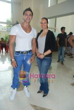 Saahil Khan invites his Facebook fans over for lunch at his home in Andheri on 14th Nov 2010 (10).JPG