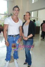 Saahil Khan invites his Facebook fans over for lunch at his home in Andheri on 14th Nov 2010 (13).JPG