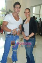 Saahil Khan invites his Facebook fans over for lunch at his home in Andheri on 14th Nov 2010 (16).JPG