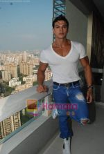 Saahil Khan invites his Facebook fans over for lunch at his home in Andheri on 14th Nov 2010 (46).JPG