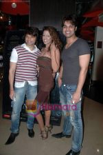 Kapil Sharma, Yuvraaj Parashar, Jennifer Mayani at the Premiere of Dunno Y Na Jaane Kyun...in PVR on 16th Nov 2010 (4).JPG
