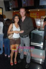 Shweta Keswani, Alex O Neil at Harry Potter premiere in PVR, Juhu on 17th Nov 2010 (2).JPG