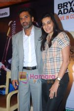 Sunil Shetty, Manna Shetty at Bryan Adams Live Concert Press Meet in Mumbai on 17th Nov 2010 (10).JPG