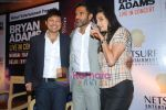 Sunil Shetty, Manna Shetty at Bryan Adams Live Concert Press Meet in Mumbai on 17th Nov 2010 (13).JPG