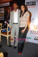 Sunil Shetty, Manna Shetty at Bryan Adams Live Concert Press Meet in Mumbai on 17th Nov 2010 (9).JPG