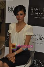 Reshma Bombaywala at Jean Claude Biguine salon launch in Colaba, Mumbai on 18th Nov 2010 (2).JPG