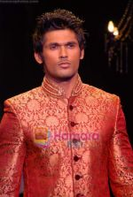 Model walk the ramp for Vikram Phadnis Show at The ABIL Pune Fashion Week Day 2 on 19th Nov 2010 (83).JPG