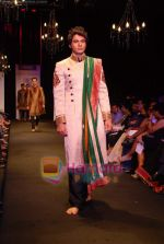 Model walk the ramp for Vikram Phadnis Show at The ABIL Pune Fashion Week Day 2 on 19th Nov 2010 (92).JPG