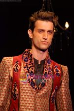 Model walk the ramp for Vikram Phadnis Show at The ABIL Pune Fashion Week Day 2 on 19th Nov 2010 (95).JPG