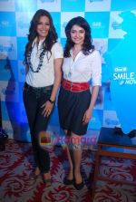 Sonali Bendre and Prachi Desai at Oral B promotional event in Ambassador hotel on 28th Nov 2010 (59).JPG