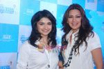Sonali Bendre and Prachi Desai at Oral B promotional event in Ambassador hotel on 28th Nov 2010 (94).JPG