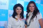 Sonali Bendre and Prachi Desai at Oral B promotional event in Ambassador hotel on 28th Nov 2010 (95).JPG