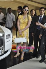 Sanjay Dutt Gifts Manyata Dutt a Rolls Royce Ghost in Atria Mall, Mumbai on 29th Nav 2010 (32).JPG