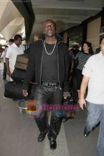 Akon Arrives in Mumbai to record for Ra.One in Mumbai Airport on 7th Dec 2010 (10).jpg