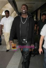 Akon Arrives in Mumbai to record for Ra.One in Mumbai Airport on 7th Dec 2010 (9).jpg