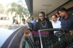 Akon Arrives in Mumbai to record for Ra.One in Mumbai Airport on 7th Dec 2010 (3).jpg