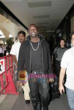 Akon Arrives in Mumbai to record for Ra.One in Mumbai Airport on 7th Dec 2010 (8).jpg