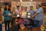 Anup Jalota, Udit Narayan launch Mahatma CD launch in Reliance Trends on 8th Dec 2010 (15).JPG