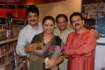 Anup Jalota, Udit Narayan launch Mahatma CD launch in Reliance Trends on 8th Dec 2010 (9).JPG