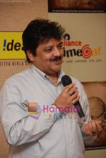 Udit Narayan launch Mahatma CD launch in Reliance Trends on 8th Dec 2010 (5).JPG