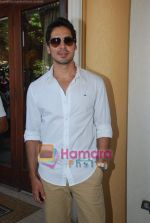 Dino Morea at Kingfisher Calendar launch in Mumbai on 19th Dec 2010 (180).JPG