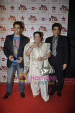 Tusshar Kapoor, Jeetendra at Big Star Awards in Bhavans Ground on 21st Dec 2010 (108).JPG