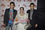 Tusshar Kapoor, Jeetendra at Big Star Awards in Bhavans Ground on 21st Dec 2010 (4).JPG