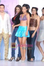 at Estetica Couture Awards in j W Marriott on 22nd Dec 2010 (154).JPG