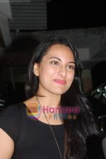 Sonakshi Sinha at Tees Maar Khan special screening of Salim Khan in Ketnav on 23rd Dec 2010 (6).JPG