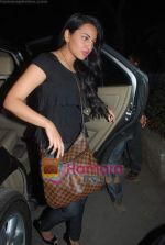 Sonakshi Sinha at Tees Maar Khan special screening of Salim Khan in Ketnav on 23rd Dec 2010 (8).JPG